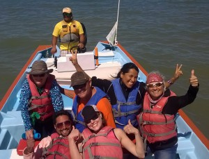 6 whalewatchers in a panga